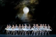 SWAN LAKE_The Royal Ballet_ROH. Odette_Odile; Sarah Lamb, Prince;Ryoichi Hirano, Queen Mother; Kirsten McNally, Rothbart; Thomas Whitehead,